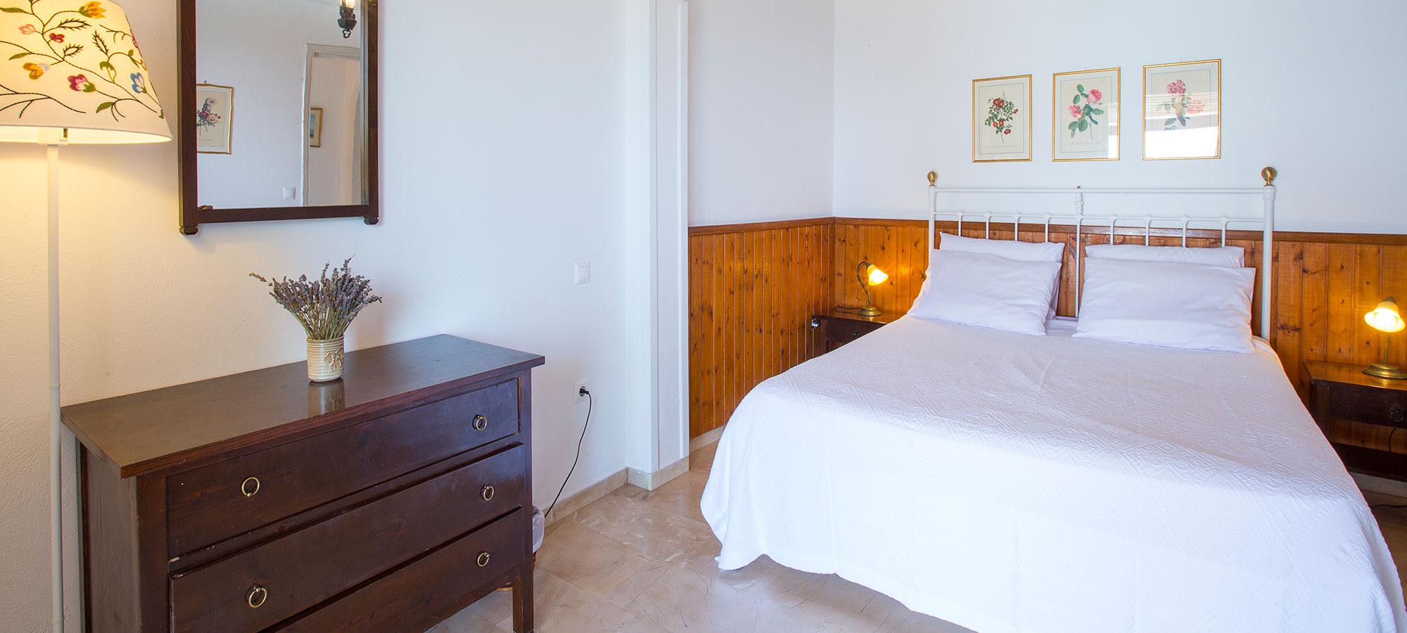 Rent a villa in corfu greece villa alexia for Studio one bed cover